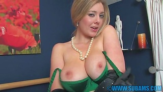 Amateurish video of busty wife Sapphire Blue playing with her cunt